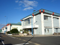 徳之島の亀徳新港 - 市街地側から見ると四角い