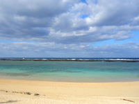 徳之島のヨナマビーチ/与名間浜 - 東の畦に対して西のヨナマビーチ!