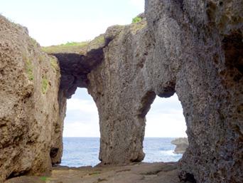 犬の門蓋/メガネ岩