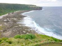 徳之島の犬の門蓋/メガネ岩 - メガネ岩と反対側の海岸線