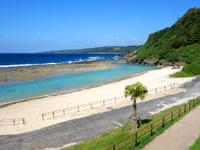 徳之島の瀬田海海浜公園 - インリーフとアウトの色の差がすごい!
