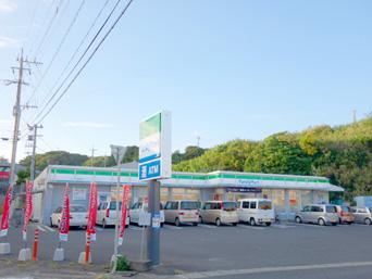 ファミリーマート亀津北店