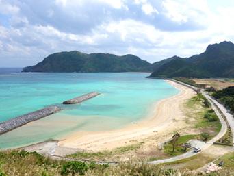 渡名喜島の東り浜/あがりはま「渡名喜島で人気ナンバーワンのビーチです」