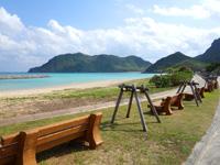 渡名喜島の東り浜/あがりはま - のんびりできるベンチ等がある