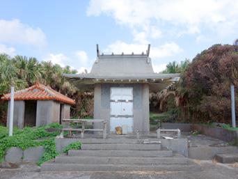 渡名喜島の里御嶽/サトゥドゥン/渡名喜里遺跡「展望台の先の先の先にある印象」