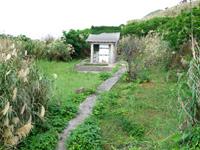 渡名喜島の里御嶽/サトゥドゥン/渡名喜里遺跡 - 奥の社はワンサイズ小さめ