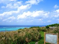 渡名喜島の里御嶽/サトゥドゥン/渡名喜里遺跡 - 西岸の海が一望できる場所でもある