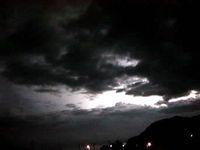 渡名喜島の東り浜の落雷
