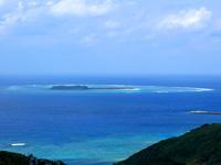 入砂島の入砂島/ちゅらさんオープニングの島 - 大本田展望台から見た入砂島