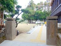 渡名喜島の渡名喜番所渡名喜小中学校跡のフクギ群 - 旧渡名喜小中学校の敷地みたいです