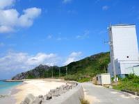 渡名喜島のタカタ浜/高田浜/ごみ焼却施設前のビーチ - ビーチは良いのですが使われない施設が・・・