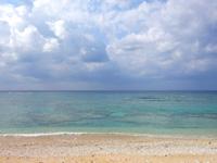 渡名喜島のタカタ浜/高田浜/ごみ焼却施設前のビーチ - 海は珊瑚もありそうな雰囲気