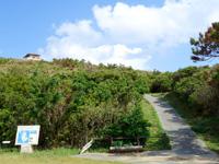 渡名喜島の大本田展望台/大岳展望台/渡名喜島園地 - 駐車場から階段を上った先にあります