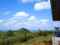 渡名喜島の大本田展望台/大岳展望台/渡名喜島園地 - 北には渡名喜島全景が広がります