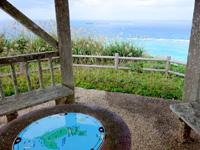 渡名喜島の西森園地展望台 - 渡名喜島マップがあります