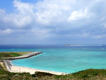 渡名喜島のシュガー浜「港から最も近いビーチがこんなにも綺麗」