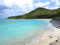渡名喜島のシュガー浜 - 砂浜は満潮時は狭くなる