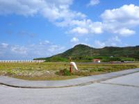 渡名喜島のてぃだ広場/ヘリポート - ヘリポートも含めて広大な広場