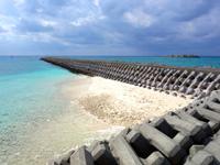 渡名喜島のてぃだ広場周辺の海 - 超プライベートビーチ?潮溜まり?