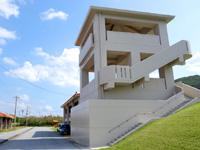 渡名喜島の渡名喜村パークゴルフ場/ひなんタワー - 海沿いなので避難タワーも併設