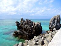 渡名喜島の神の宿る岩/イェーンシジ - 芸術的な岩が多い