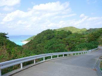 渡名喜島の大岳山道西(ユブク浜側)