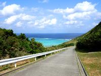 渡名喜島の大岳山道東 - アンゼーラ浜が近くなると景色がヤバイ