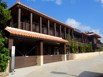 渡名喜島の多目的拠点施設「集落南端に突如現れた超綺麗な施設」