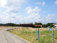 渡名喜島の多目的拠点施設 - アンゼーラ浜側からだとこんな感じ