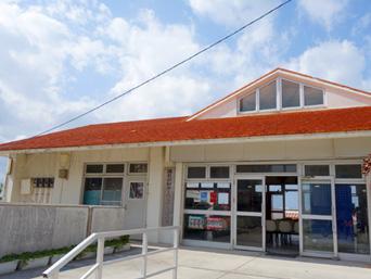 渡名喜島の渡名喜港フェリーターミナル/渡名喜村カーフェリー待合所