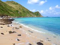 沖縄本島離島 渡名喜島のシドの崎手前のビーチ/めがね岩先のビーチの写真