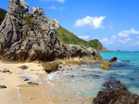 渡名喜島のシドの崎手前のビーチ/めがね岩先のビーチ - めがね岩の先にあるビーチ