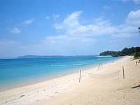 津堅島のトマイ浜/津堅ビーチ - 時期によってはビーチバレーのネットも