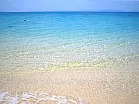 津堅島のトマイ浜/津堅ビーチ - 海の透明度はまずまずって感じ