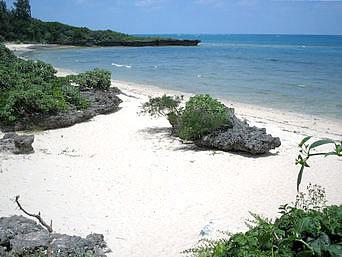 津堅島のキガ浜(ペークーガマ近くの海)