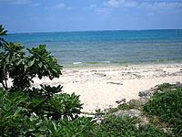津堅島のクワーチン浜