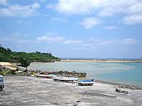 津堅島のアギ浜/津堅漁港