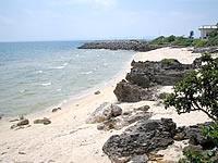 津堅島の浄水場先のビーチ(離島振興センター先)