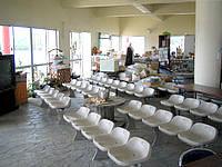 津堅島の津堅港ターミナル - 待合いスペースはしっかりしています