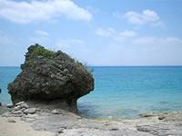 津堅島のトマイ浜北側