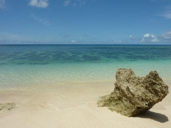 ハート岩/6畳ビーチの岩