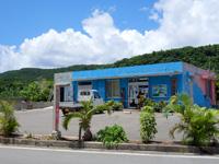 与那国島の比川地域共同売店 - ちょこちょこ工事をしています