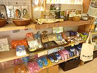 与那国島の比川地域共同売店 - 与那国土産が島で一番充実しているかも