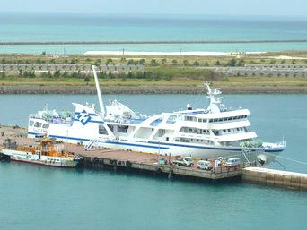 与那国島のフェリーよなくに(2014年新造船就航)「2014年就航の新造船です」