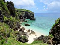与那国島の六畳ビーチ/6畳浜 - 崖の下にあるビーチだけど自力で行けます