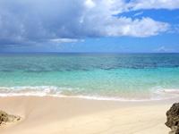 与那国島の六畳ビーチ/6畳浜 - ビーチは狭いが潮が引けばそこそこの広さ