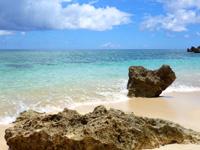 与那国島の六畳ビーチ/6畳浜 - ハート型の岩っぽいものもあるかも?