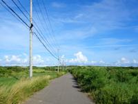 与那国島のシュガーロード/空港近くの裏通り - アイランドホテル裏から空港近くまで行けます