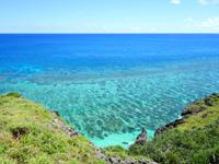 与那国島の六畳ビーチの景色 - 崖の上は結構移動できます
