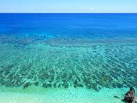 与那国島の六畳ビーチの景色 - 正面から見た海のグラデーションがすごい!
